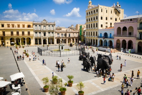 EXCLUSIVE WALKING TOUR THROUGH THE FOUR SQUARES IN HABANA